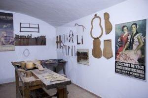 Artes y Costumbres Populares